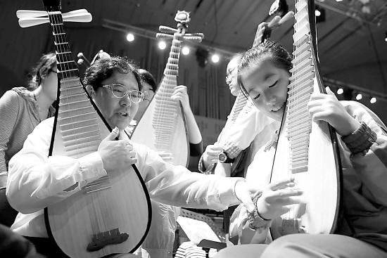 中福会少年宫小伙伴艺术团民乐团与上海民族乐团联袂献演