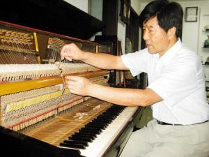 历时7年自制钢琴捐给深圳博物馆