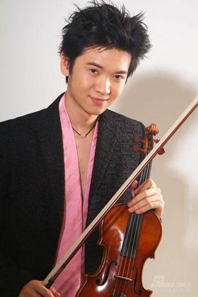 小提琴家刘霄支边新疆 告别音乐会激情上演