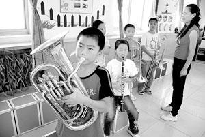"""山区首支管乐队 """"吹响""""新学期"""