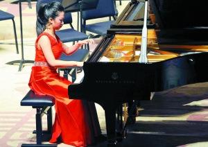 十五岁姑娘古静丹,德国钢琴赛获大奖