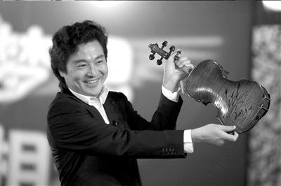 吕思清演奏使用的德音小提琴现场拍卖22万元