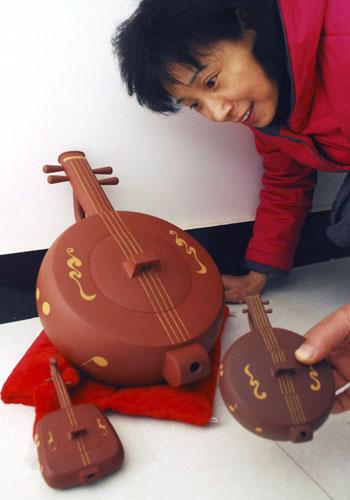 乐器系列紫砂壶亮相宜兴