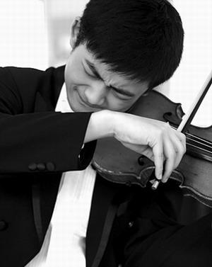 成都男孩三岁学小提琴 对流行音乐一窍不通