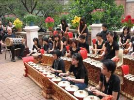 时髦的民族音乐 香港大学的印尼音乐演奏团
