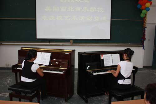美国音乐学校到陕西交流 数名华裔琴童西安献艺