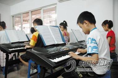 """探访台山乐器教育市场 西洋琴行独""""热"""""""