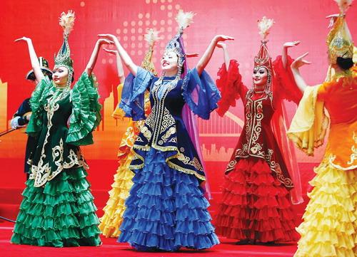 中亚风情歌舞献演世博中心