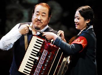SMG东方娱乐荣誉呈现舞台剧《往事只能回味》将再显手风琴的文化